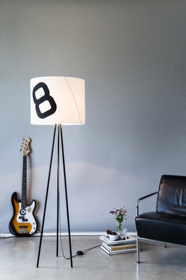 lumbono_Stehleuchte Tripod-Heimathafen-schwarz_E-Gitarre