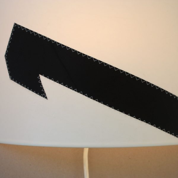 Wandleuchte-schwarz-weiss-