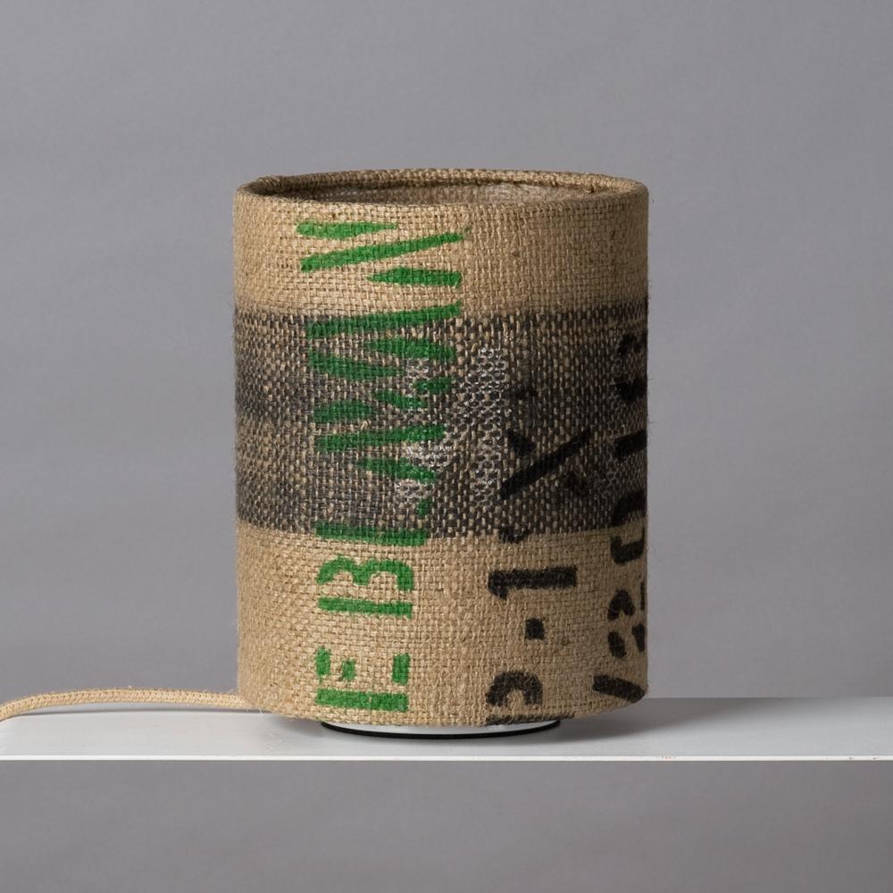 Lampe aus Kaffeesack beschriftet